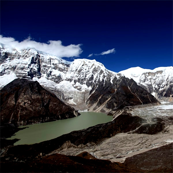 Dagala lake view trekking in bhutan